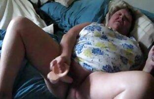 Busty جوجه سکسی اسپری کانالهای فیلم سوپر تلگرام نونوجوانان خود را با روغن و fucks در با یک دختر